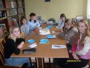 На занятии в младшей группе. 2009 год
